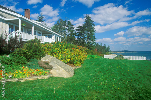Fototapeta Home with a view of Spruce Head Harbor, ME