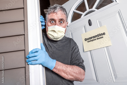 Photo Man wearing mask and gloves afraid of virus exposure with quarantine sign