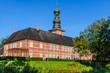 Blauer Himmel am Schloss Husum, Husum, Nordfriesland, Schleswig-Holstein, Deutschland