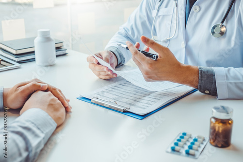 Doctors and patients sit and talk to the patient about medication Fototapeta