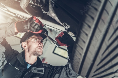 Car Suspension Maintenance Tablou Canvas