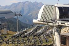Télésièges Détachés En été Dans Une Station De Ski
