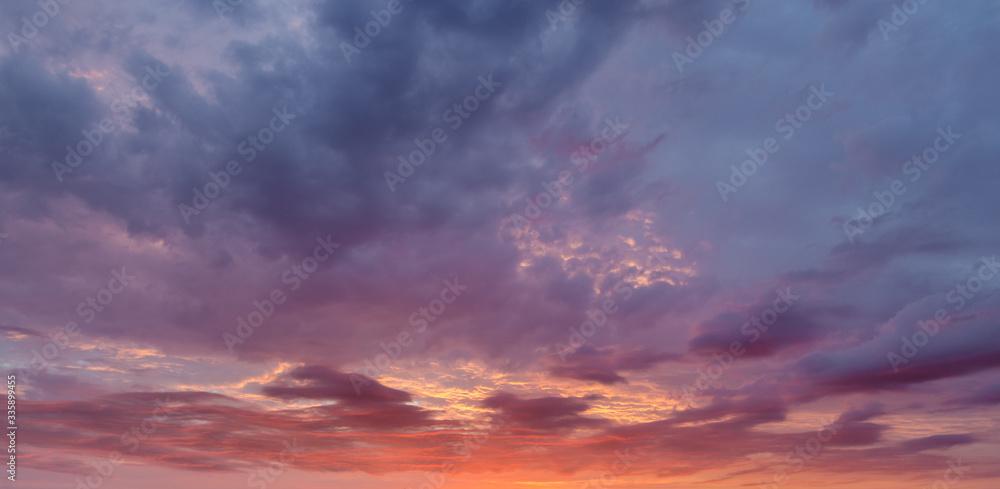 Fototapeta Dramatyczne niebo o zachodzie słońca