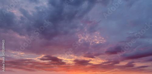 Obraz Dramatyczne niebo o zachodzie słońca - fototapety do salonu