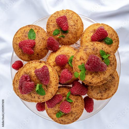 Obraz na plátně Muffiny z malinami / deser / homemade / pyszne jedzenie