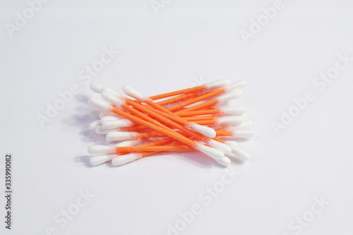 Photo Cotton swabs on a white background
