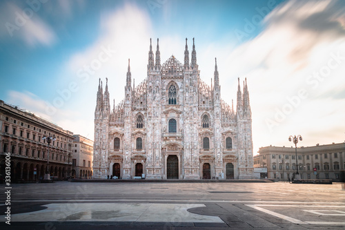 Fotografija Long exposure of the Milan Cathedral (Duomo di Milano) on a sunny day in the mor