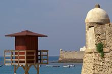 Cádiz (Spain). Lifeguard Sentry Box On The Caleta Beach In The City Of Cádiz