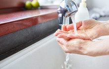Hände Waschen Mit Flüssiger ...