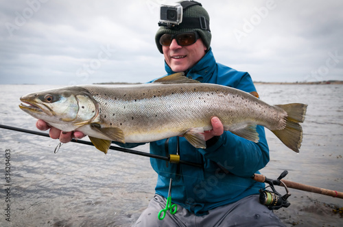 Fotografia Angler with big colored sea trout