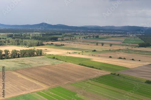 Fototapeta Luftbild: Felder und Wiesen-Landschaft an der hessischen Bergstrasse obraz na płótnie