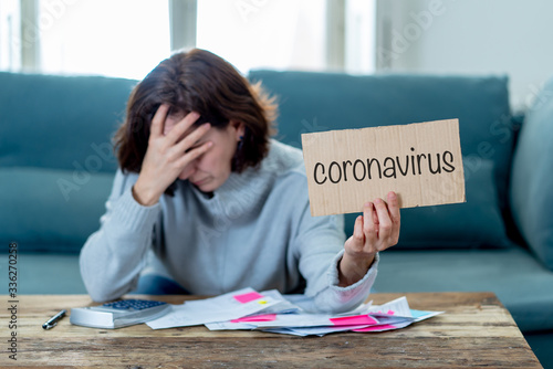 Fotografia Depressed woman not able to pay rent, expenses and debts after lost her job amid COVID-19 Pandemic