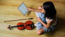 Young Woman Playing Violin Pra...