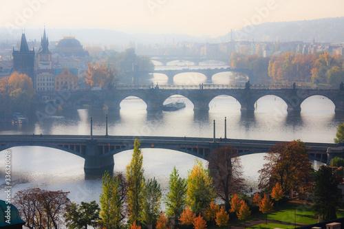 Obraz na plátně Veduta sui ponti  della Moldava a Praga