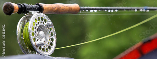 Fotografia Fragment of a fly fishing rod with dew drops