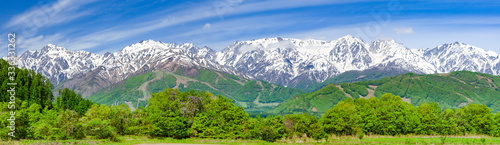 Photo 春の北アルプス展望・白馬三山、五竜岳、鹿島槍ヶ岳等が見えます。長野県北安曇郡白馬村にて