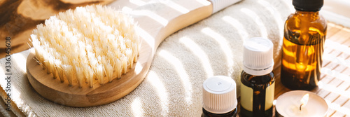 Fotografía Close-up shot of bathing brush with essential oils and candles