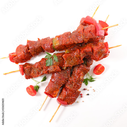 Cuadros en Lienzo raw beef skewer for barbecue isolated on white background