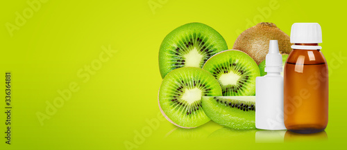 Photographie Group of ripe and fresh kiwi fruits with medical bottle.
