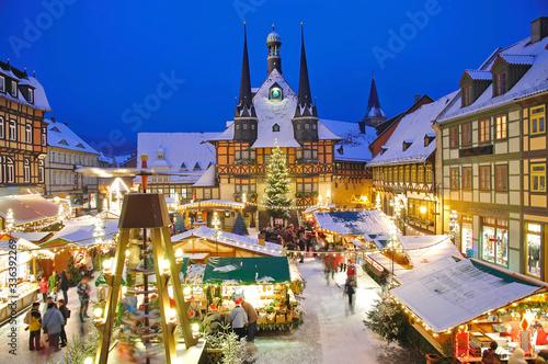 Obraz Weihnachtsmarkt von Wernigerode im Harz,Sachsen-Anhalt,Deutschland  - fototapety do salonu