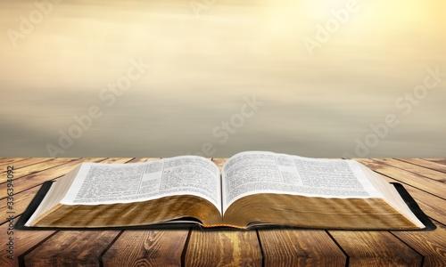 Open vintage christian bible on background Fototapete