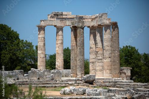 Fotografia Nemea, Greece, July 27, 2016: The temple of Zeus in the ancient Nemea archeological site, Peloponnese, Greece