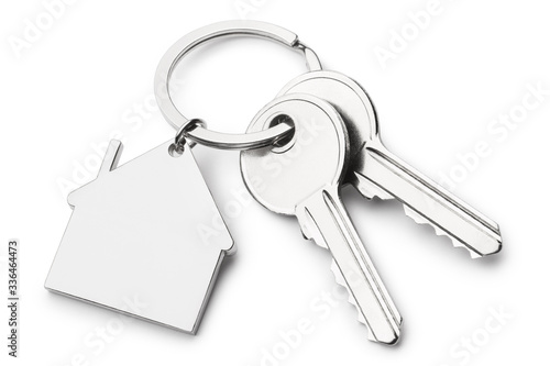 Photo Blank house shaped keychain with two keys, isolated on white background