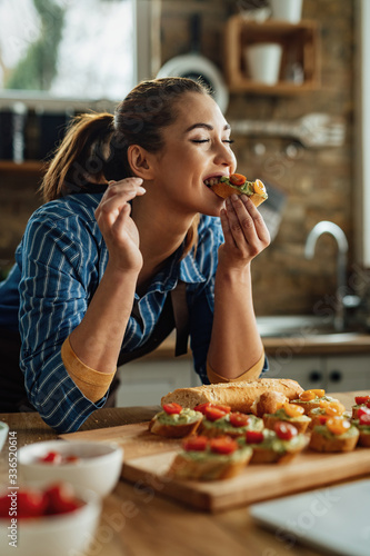 She chooses healthy food as her lifestyle! Fototapete
