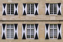 Schwarz-weisse Fensterläden V...