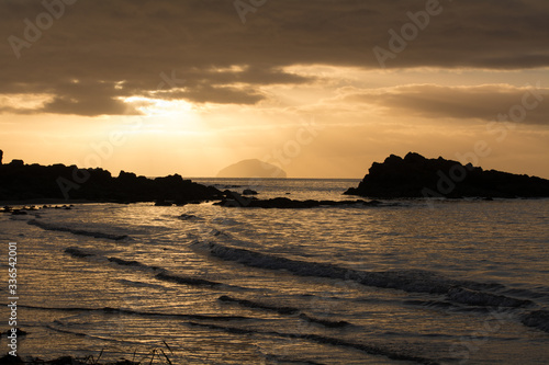 Sunset on the beach at Culzean Castle with a view of Ailsa Craig Fototapete
