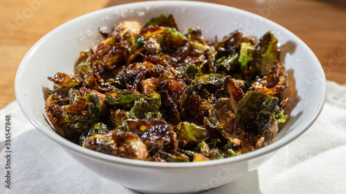 Photo Fried brussel sprouts appetizer