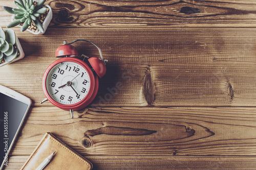 Obraz ビジネスアイテムと時計 - fototapety do salonu
