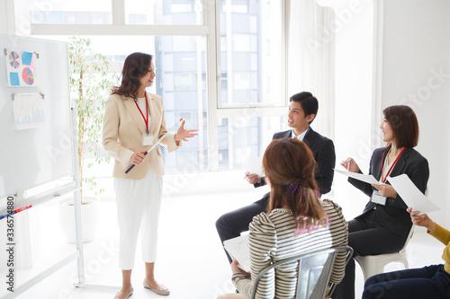 プロジェクトチームの会議