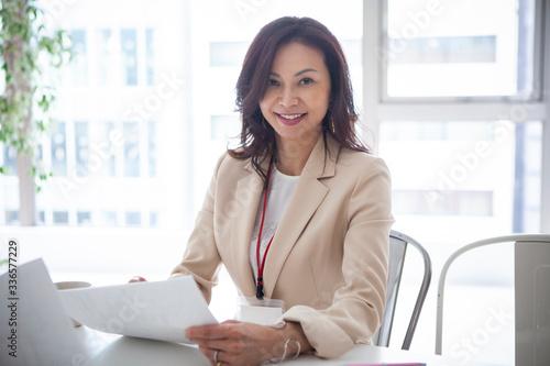Obraz na plátně 40代女性のビジネスポートレート