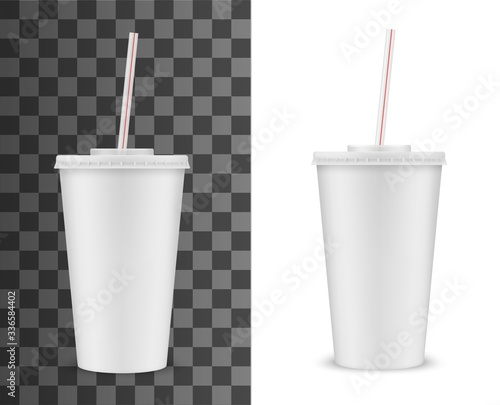 Disposable plastic cup with lid and straw isolated 3D realistic vector mockup. Blank white takeaway cup for cold or hot drink, soda beverage and coffee, cocktail and tea. Fast food isolated cup Fototapete