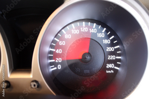 Fotografía Car speedometer swooping to 130