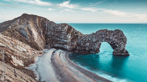 Obraz Durdle Door skały na wybrzeżu plaży w Dorset w Anglii - fototapety do salonu