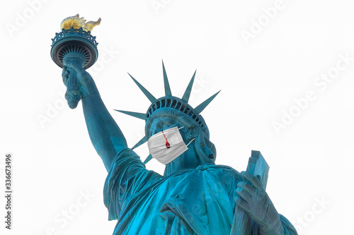 Representation of Statue of Liberty with a protective surgical mask and crying t Fototapet