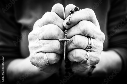 Leinwand Poster Old wrinkled woman hands holding a rosary