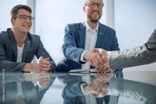 Fototapeta young entrepreneur shaking hands with his business partner obraz na płótnie