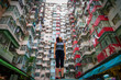Leinwanddruck Bild - Traveler Exploring Densely Populated Housing Apartments in Hong Kong