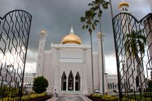 Footpath Leading Towards Sultan Omar Ali Saifuddin Mosque Against Sky