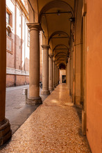 Bologna Centro Storico Reportage Abbandonata Antica Solitudine Medioevo Giornata Di Sole Strade Città Portici Pavimento Veneziana Via Altabella