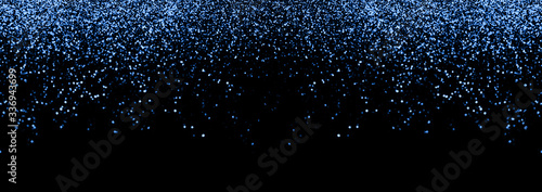 Photo Abstract blue defocused glitter holiday panorama background on black