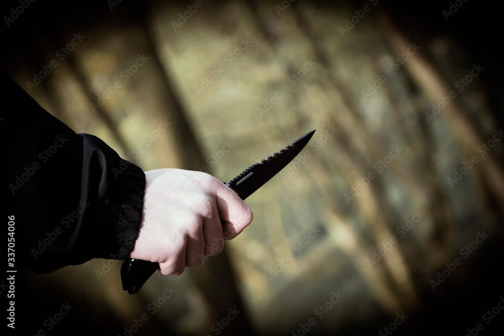 Fototapeta Mężczyzna ze scyzorykiem w ręce