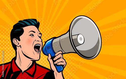 Photo Businessman shouting loudly into loudspeaker