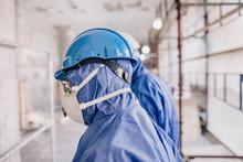 Arbeiter Mit Schutzkleidung Ge...