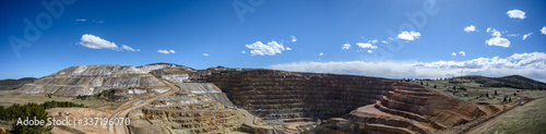 Fotografía Panoramic view of the Victor Cresson Mine, an active open pit gold mine in Cripp