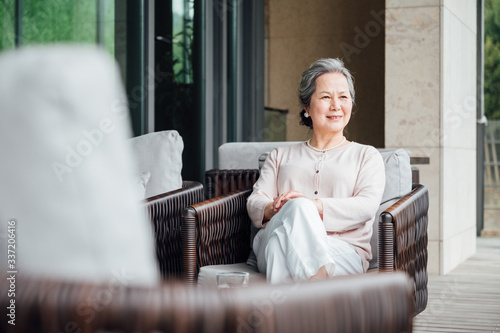 Photo Portrait of older woman in Asia