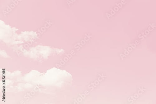 Fotografía Beautiful white soft fluffy clouds on a pale pink sky background